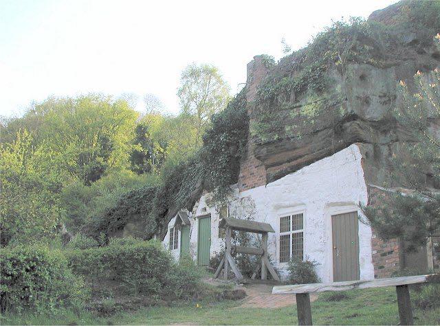 le case nella roccia di kinver edge ispirarono tolkien per
