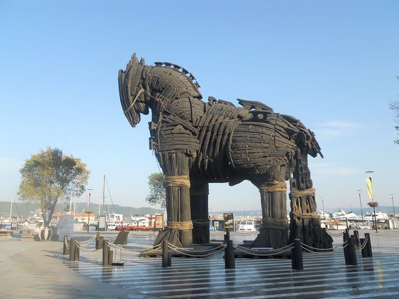 Cavallo o Nave: cosa ingannò veramente i Troiani