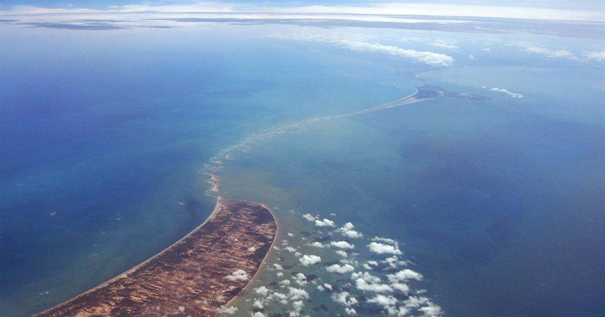 """Un Elicottero Recupera Dall Oceano : Riemerge dall oceano il """"ponte di adamo che collega india"""
