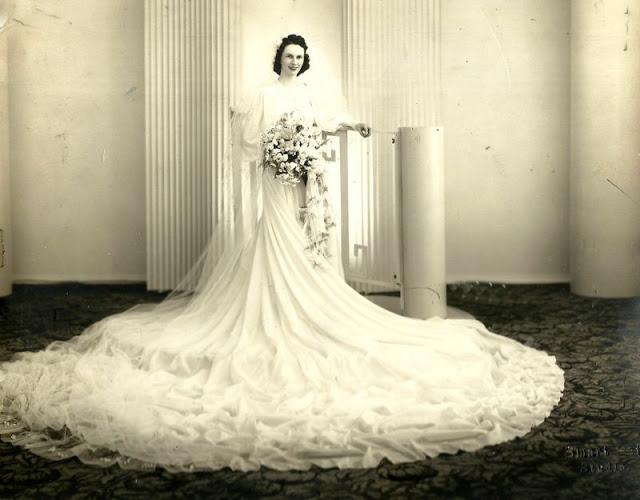 Abiti Da Sposa 40.Moda Sposa Anni 30 40 Fotografie Di Immensi Abiti Nuziali