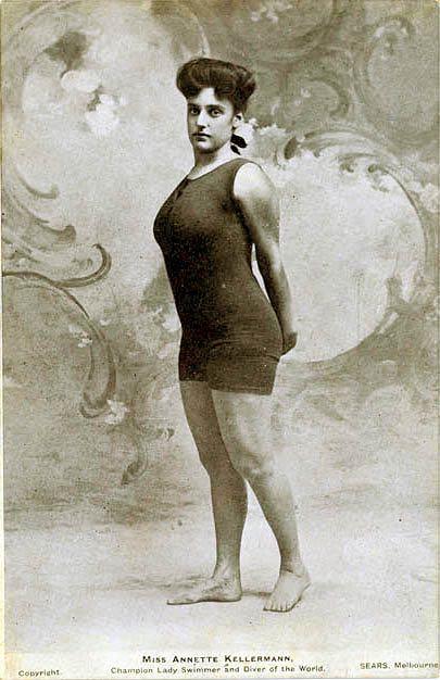 1922 arrestata per indecenza la donna catturata per il costume troppo corto vanilla magazine - Donne che fanno il bagno ...