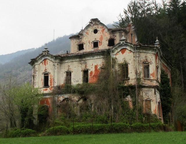 Villa de vecchi la verit oltre la leggenda della casa for Lago villa del conte